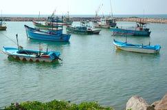 Vissersboten in Hikkaduwa Stock Afbeeldingen