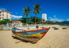 Vissersboten in jachthaven in Vietnam Royalty-vrije Stock Foto's