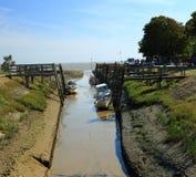 Vissersboten at low tide, talmont-sur-Gironde, Frankrijk Royalty-vrije Stock Fotografie