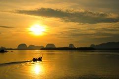 Vissersboten met ochtendzon Royalty-vrije Stock Foto's