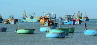 Vissersboten in Nok Ranh, Vietnam Royalty-vrije Stock Fotografie