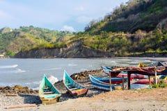 Vissersboten op de noordelijke kust van Ecuador Royalty-vrije Stock Foto