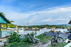 Vissersboten op dokgebied, Livingston, Guatemala Royalty-vrije Stock Afbeelding