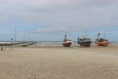 Vissersboten op een strand in Denemarken Royalty-vrije Stock Foto