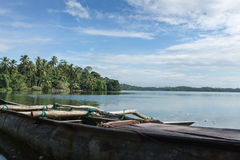 Vissersboten op het meer in de wildernissen van Sri Lanka royalty-vrije stock afbeeldingen