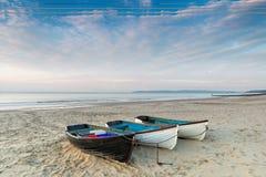 Vissersboten op het Strand van Bournemouth stock foto's