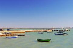Vissersboten op het strand van Puerto Echt in Cadiz Royalty-vrije Stock Afbeelding