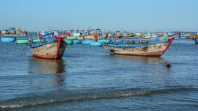 Vissersboten op overzees in Nha Trang, Vietnam stock fotografie