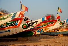 Vissersboten. Saly, Senegal Royalty-vrije Stock Afbeeldingen