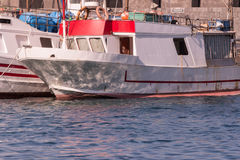 Vissersboten in Sicilië, Italië worden verankerd dat royalty-vrije stock foto