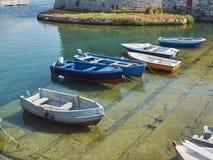 Vissersboten in vissershaven van Gallipoli worden vastgelegd die Puglia royalty-vrije stock afbeeldingen