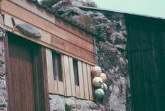 Visserssteen en houten hut Royalty-vrije Stock Fotografie