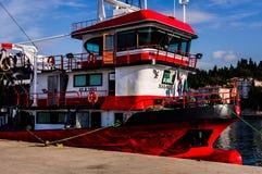 Vissersvaartuig op Vissersbaai van Yalova Turkije Royalty-vrije Stock Afbeeldingen