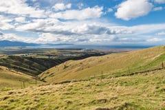 Vissna kullar i Blenheim med kocken Strait i avstånd, den södra ön, Nya Zeeland royaltyfri foto