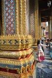 Vist туристов грандиозный дворец в Бангкоке, Таиланде Стоковые Фото