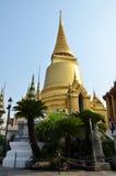 Vist туристов грандиозный дворец в Бангкоке Стоковые Фотографии RF