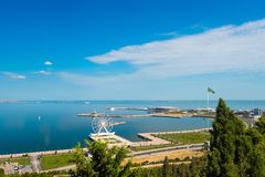 Vista à baía de Baku do parque do Upland Imagens de Stock Royalty Free