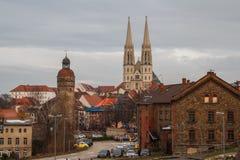 Vista à cidade medieval Gorlitz & x28; Goerlitz& x29; na noite foto de stock