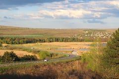 Vista à estrada na área do lago Imagem de Stock Royalty Free