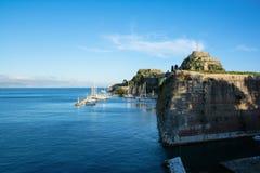 Vista à fortaleza velha da cidade de Kerkyra, ilha de Corfu, Grécia Imagens de Stock Royalty Free