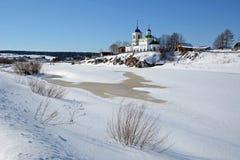 Vista à igreja ortodoxo do ` de St George do ` do russo Foto de Stock
