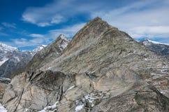 Vista à montanha de Monte Moro da passagem de Monte Moro perto de Macugnaga, fotografia de stock royalty free