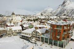 Vista à parte central da cidade de Svolvaer, Noruega Fotos de Stock