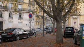 Vista à rua no outono, França de Paris vídeos de arquivo
