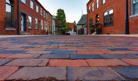 Vista à terra da rua do tijolo vermelho Fotos de Stock
