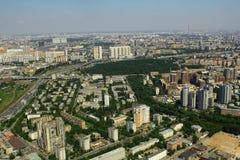 Vista às casas de moradia do centro de negócios do International de Moscou Imagem de Stock