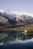 Vista às montanhas imagens de stock