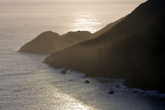 Vista às montanhas e ao mar Imagens de Stock Royalty Free
