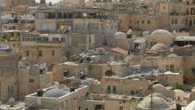 Vista às partes superiores do telhado da cidade velha 4k do Jerusalém video estoque