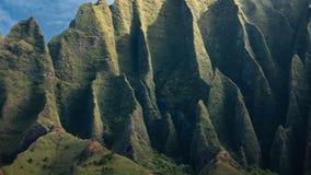 Vista íntimo de penhascos da costa do Na Pali fotos de stock royalty free
