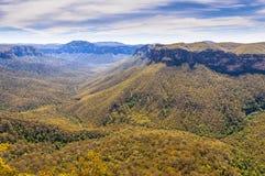 Vista πέρα από το μπλε εθνικό πάρκο βουνών στοκ εικόνα με δικαίωμα ελεύθερης χρήσης