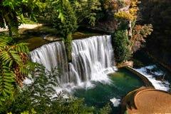 Vista aérea à cachoeira de Pliva em Jajce, em Bósnia e em Herzegovina foto de stock royalty free