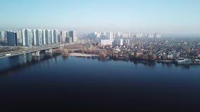 Vista aérea à cidade sul da ponte de Kiev, Ucrânia vídeos de arquivo
