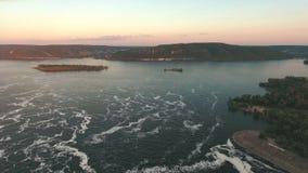 Vista aérea ao rio vídeos de arquivo