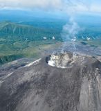 Vista aérea ao vulcão de Karymsky, península de Kamchatka, Rússia imagem de stock