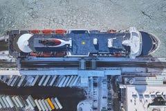 Vista aérea, balsa no porto no golfo imagem de stock
