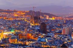 Vista aérea Barcelona na noite, Catalonia, Espanha fotografia de stock royalty free