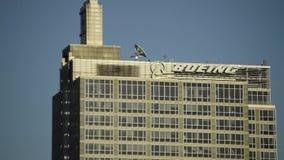 Vista aérea cercana de la oficina corporativa de las jefaturas de Boeing en Chicago, Illinois almacen de metraje de vídeo