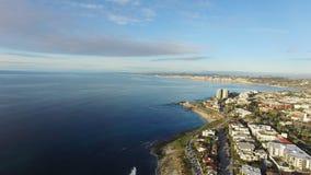 A vista aérea da angra do Oceano Pacífico e do La Jolla encalha vídeos de arquivo