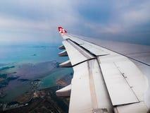 Vista aérea da asa dos plane's da linha aérea de AirAsia Fotos de Stock Royalty Free
