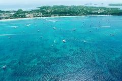 Vista aérea da baía bonita na ilha tropical Ilha de Boracay, Fotografia de Stock