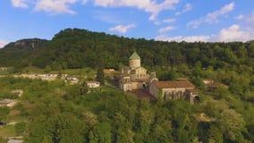 Vista aérea da catedral de Bagrati em Kutaisi, marcos Georgian, sightseeing filme