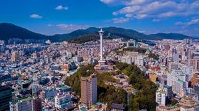 Vista aérea da cidade de Busan, Coreia do Sul Vista aérea do zangão imagem de stock