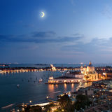 Vista aérea da cidade de Veneza na noite imagens de stock