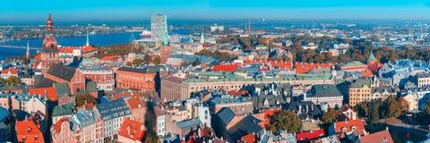 Vista aérea da cidade e do Daugava velhos, Riga, Letónia fotos de stock