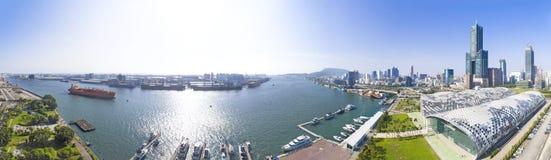 Vista aérea da cidade e do porto de kaohsiung imagem de stock